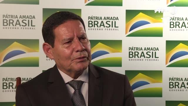 vídeos y material grabado en eventos de stock de el vicepresidente de brasil hamilton mourao considero el jueves que las amenazas de intervencion militar estadounidense en venezuela son sobre todo... - ee.uu