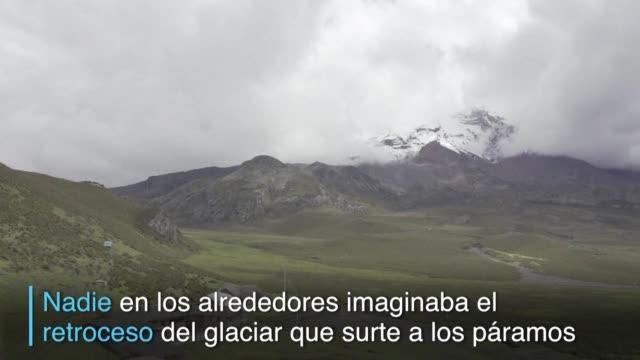 vídeos de stock e filmes b-roll de el volcan nevado chimborazo de 6.310 metros de altura ya no tiene su imponente atuendo de hielo - hielo