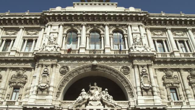 vídeos y material grabado en eventos de stock de ms td elaborate ancient building exterior / rome, italy - fachada arquitectónica