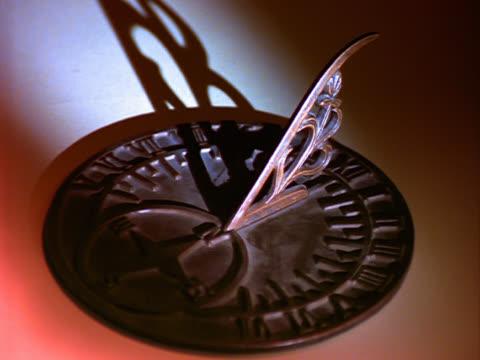 elapsed time of horizontal sundial - romersk siffra bildbanksvideor och videomaterial från bakom kulisserna