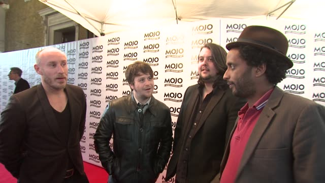 vídeos de stock e filmes b-roll de elbow on mixing with music legends at the the mojo honours list 2009 at london england - elbow