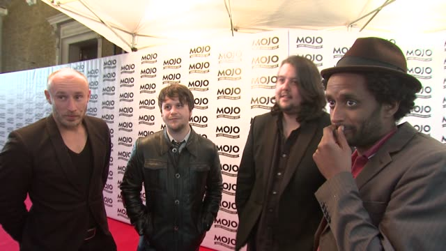 vídeos de stock e filmes b-roll de elbow on the mojos on mixing with music legends at the the mojo honours list 2009 at london england - elbow
