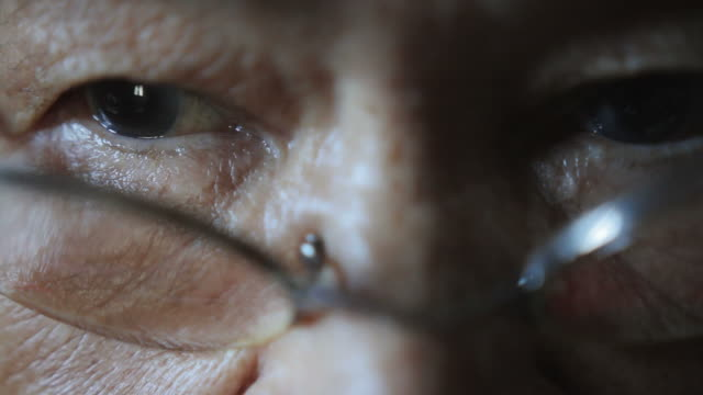 elder woman eyes with glass