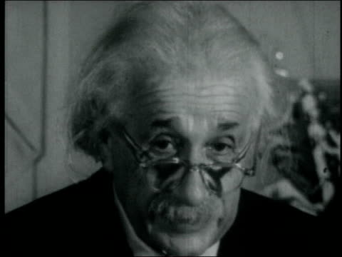 elderly albert einstein speaking in english about the survival of the jewish people. albert einstein speaking about the jewish people on january 01,... - アルバート・アインシュタイン点の映像素材/bロール