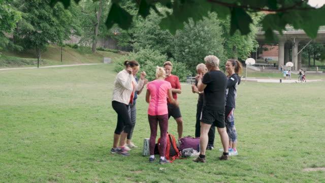 elderly friends motivating each other and walking in park - gå tillsammans bildbanksvideor och videomaterial från bakom kulisserna
