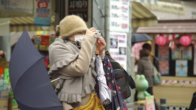 elderly tourists take photo - japan - woolly hat stock videos and b-roll footage