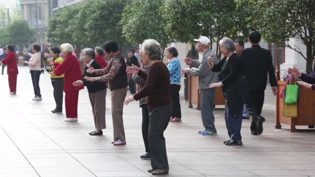 WS Elderly women practice tai chi in the Bund area