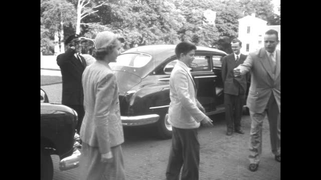 Eleanor Roosevelt descends from plane at Schiphol Airport in Amsterdam / at palace in Soestdijk Queen Juliana Prince Bernhard greet Eleanor and her...