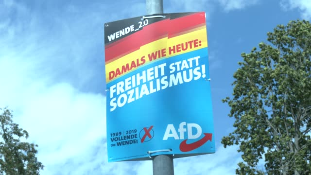 """election campaign billboards of the right-wing alternative for germany with the inscription: """"wende_ 2.0. damals wie heute. freiheit statt... - 西ドイツ点の映像素材/bロール"""