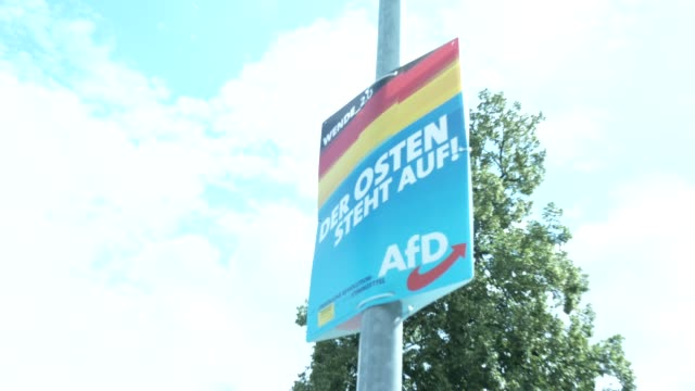 """election campaign billboards of the right-wing alternative for germany with the inscription: """"wende_ 2.0. damals wie heute. der osten steht auf! die... - 西ドイツ点の映像素材/bロール"""