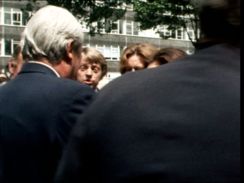 election day 15 of campaign: edward heath meets the people; england: putney: track behind heath on back of land rover as along road: land rover r-l:... - エドワード ヒース点の映像素材/bロール
