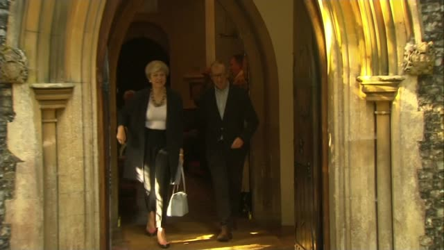 vídeos de stock, filmes e b-roll de speculation over theresa may's future england berkshire sonning ext prime minister theresa may mp leaving church with husband philip - marido