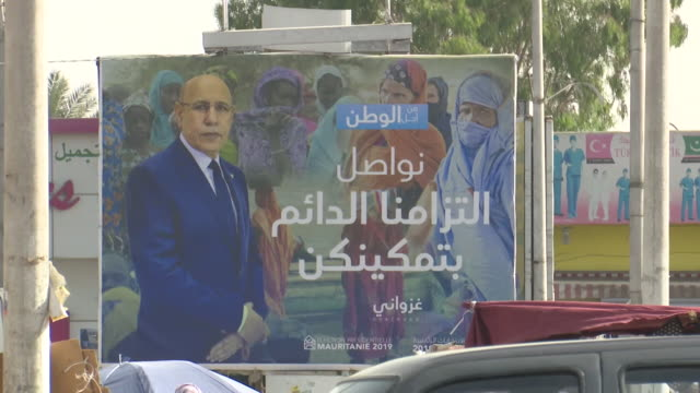election posters and billboards on display in mauritania - モーリタニア点の映像素材/bロール