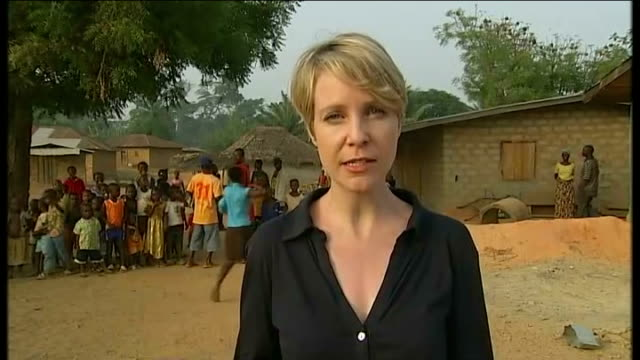 election violence causes twenty thousand refugees to flee to liberia; group of village women reporter to camera villagers pounding grain - côte d'ivoire stock videos & royalty-free footage