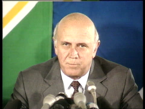 Elections begin POOL INT CMS S African Pres F W De Klerk pkf SOT We are worried about the failure of the electoral process in some areas but on the...