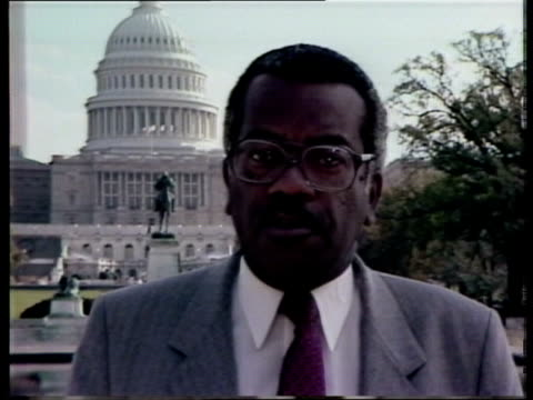 """elections; washington trevor macdonald, with capitol dome behind, i/c sof: """"it's taken for granted -- too shrill. a report from nick gowing"""" - トレバー マクドナルド点の映像素材/bロール"""