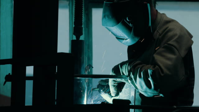 electric arc welding in a machine factory - ワーキングシニア点の映像素材/bロール
