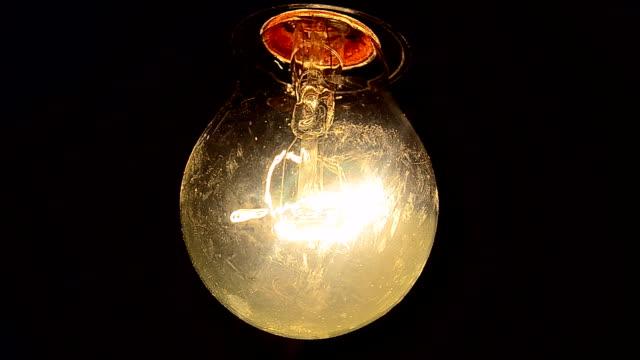 エレクトリックサウンド付きの電球 - ライトウェイト級点の映像素材/bロール