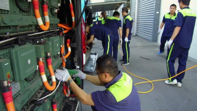 vidéos et rushes de electric bus enterprises on may 24, 2017 in handan, china. - batterie