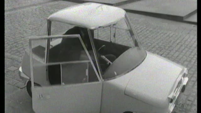 electric car boom; s22100601 / tx england: london: b/w film reporter along in electric car , stops car and gets out peter snow to camera close shot... - peter snow stock videos & royalty-free footage