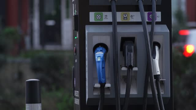 electric car charging station on november 23, 2020 in london, england.the uk government released details of its ten point plan for a green industrial... - renewable energy stock videos & royalty-free footage
