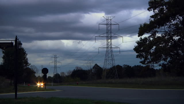 stockvideo's en b-roll-footage met ws pov electric car driving past high voltage power lines in countryside / rochester, michigan, united states - hybride voertuig