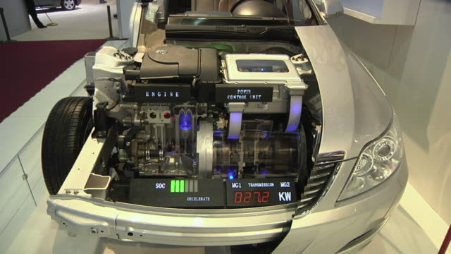 zi cu electric components in chinese byd electric car on display at detroit auto show, detroit, michigan, usa - motore video stock e b–roll