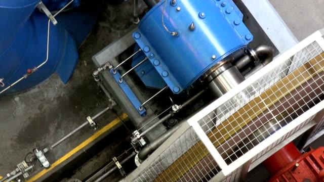 vídeos de stock e filmes b-roll de turbina elétrico - turbina