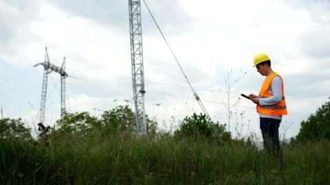 electrical engineer in control using tablet - helmet stock videos & royalty-free footage