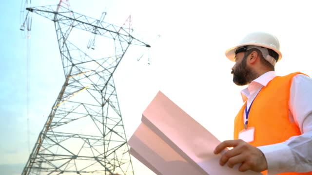 プロジェクトの電気技師の仕事 - 土木技師点の映像素材/bロール