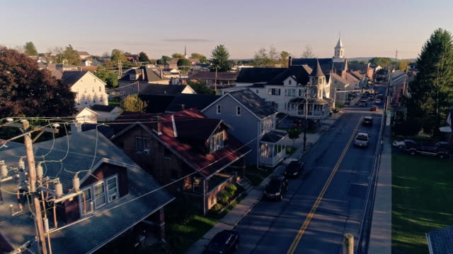 electrical power lines and cables in pennsylvanian town bath at sunset. appalachian mountains, pennsylvania, usa. aerial drone video with the forward camera motion. - cultura americana video stock e b–roll