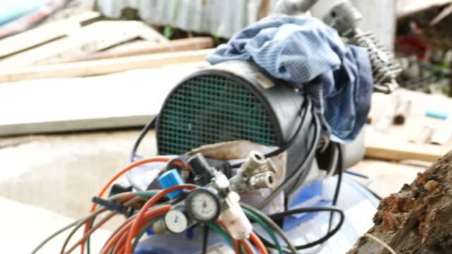 建設現場の電気変圧器 - scrutiny点の映像素材/bロール