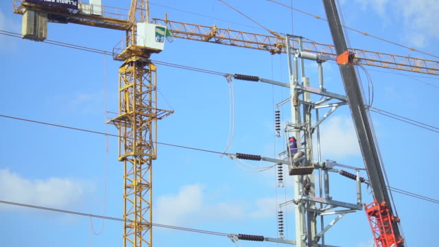electrician wiring newly on pole - cherry picker stock videos & royalty-free footage
