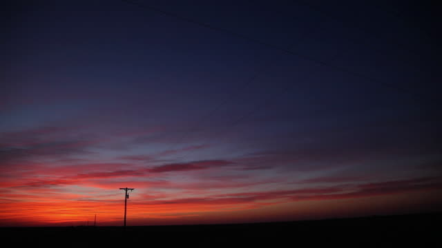ws  electricity poles at sunset / hooker, ok, united states  - オクラホマ州点の映像素材/bロール