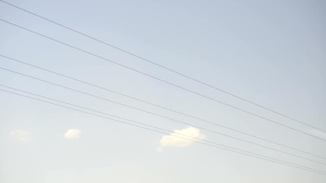 vidéos et rushes de électricité postes vu depuis un train - poteau en bois