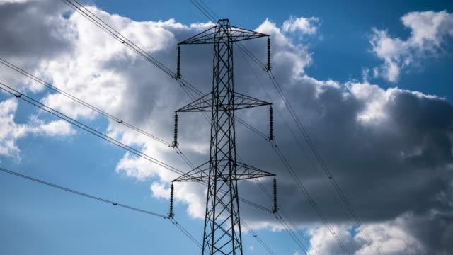 electricity power pylons - hochspannungsmast stock-videos und b-roll-filmmaterial