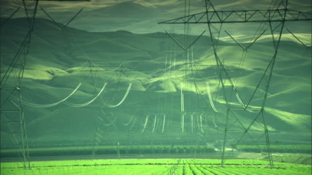 vídeos y material grabado en eventos de stock de ws, electricity pylons in field, green hills in background, california, usa - cable