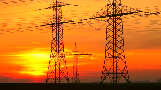 electricity pylons - ノルトラインヴェストファーレン州点の映像素材/bロール