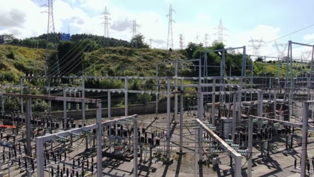 vídeos y material grabado en eventos de stock de subestación eléctrica como se ve desde arriba - cuadrícula