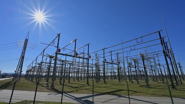 electricity substation - stromnetz stock-videos und b-roll-filmmaterial