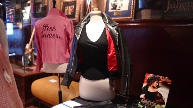 stockvideo's en b-roll-footage met electrificante la chaqueta negra y el pantalon que uso olivia newton john en grease fueron subastados el sabado por 405700 dolares durante una... - olivia newton john