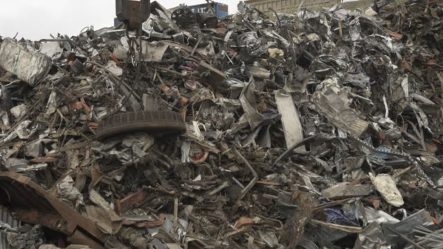 electromagnet at a scrap yard - magnet stock videos & royalty-free footage