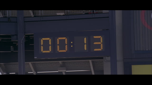 la electronic clock counting down from 15 seconds to 0 - スコアボード点の映像素材/bロール
