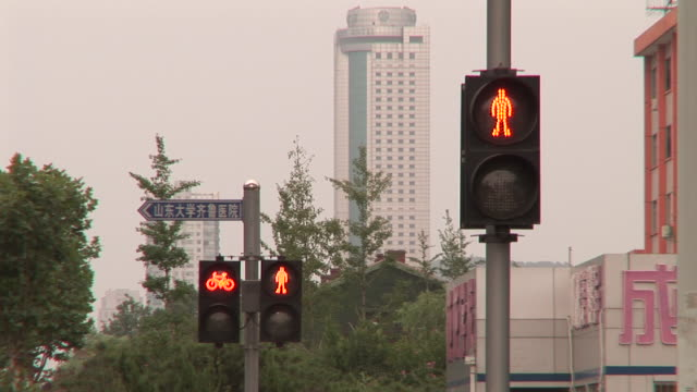 MS LA Electronic pedestrian and cyclist crossing signs changing from red to green / Jinan, China
