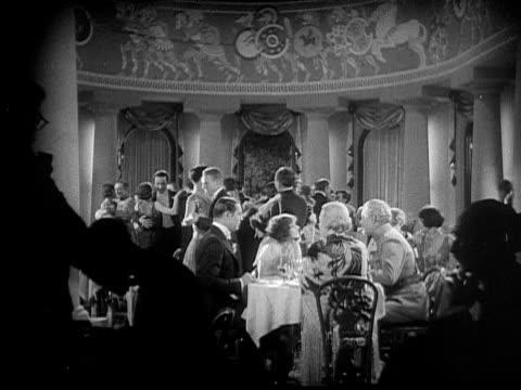vidéos et rushes de ms, b&w, elegant people having dinner and dancing, 1920's  - 1920