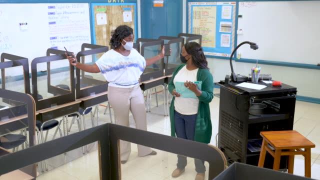 elementary school teachers prepare classroom, covid-19 - head teacher stock videos & royalty-free footage