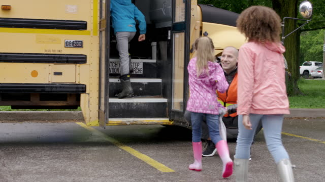 elementary students filing onto school bus - back to school stock videos & royalty-free footage