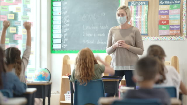 elementary students wearing masks in class - elementary school stock videos & royalty-free footage