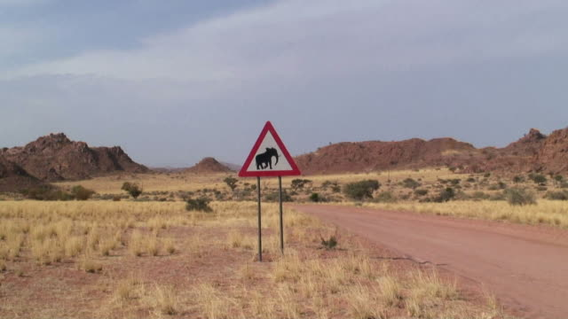 MS ZO WS Elephant crossing sign by dirt road / Damaraland, Namibia