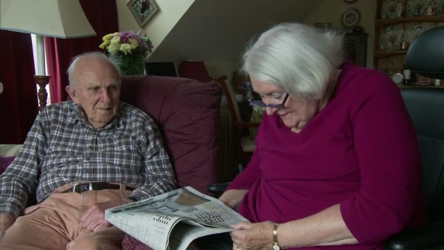 vídeos y material grabado en eventos de stock de elerdly couple reunited after carer funding restored; england: int elderly couple julia and graham brown sat in the lounge of their home doing a... - crucigrama